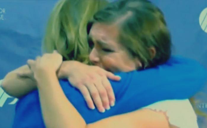 صورة «فيس بوك» يجمع بين «طفلة» وممرضة أنقذت حياتها منذ 38 عامًا: مشهد مؤثر