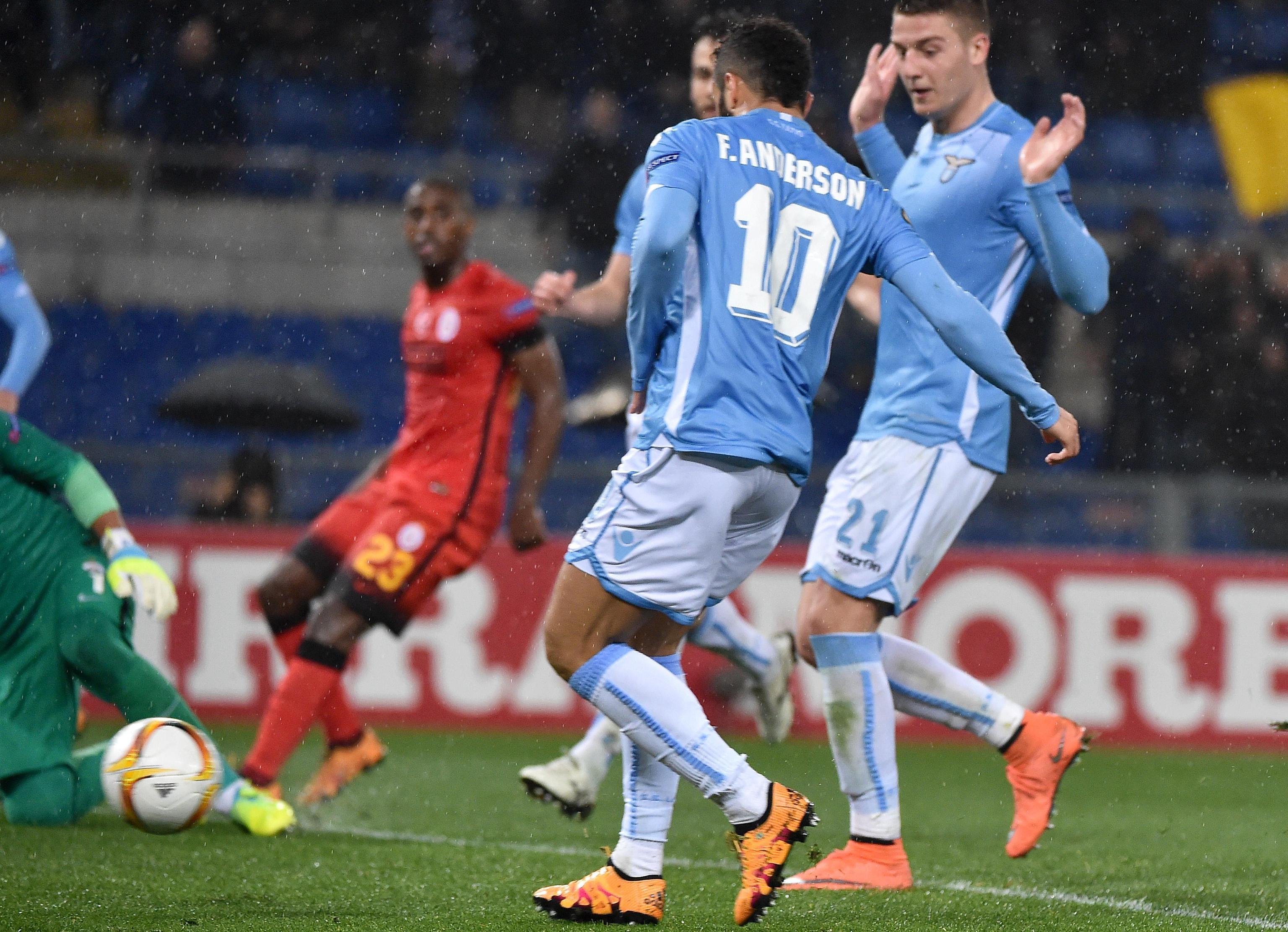 صورة مواجهة ساخنة بين ميلان ولاتسيو في الدوري الإيطالي