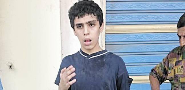 صورة ربطته أسرته بجنزير فهرب.. والأهالى سلموه للشرطة