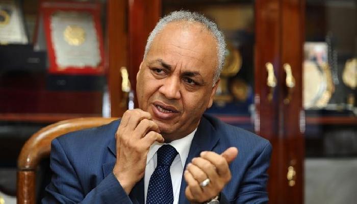 صورة مصطفى بكرى: مشروع قانون لفرض ضرائب على الفيس بوك وتويتر بمصر