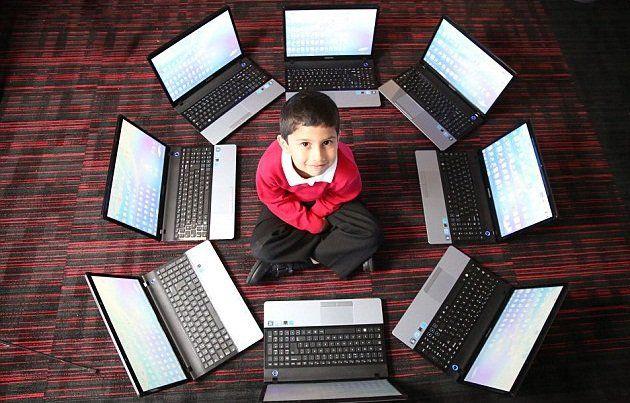 صورة السن : 5 سنوات المهنـة : خبيــر كمبيــوتر من مايكـروسوفت