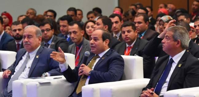 صورة السيسي فى جلسة عمل «التعليم»: «أنا مسئول عن إن الدولة ماتسقطش»