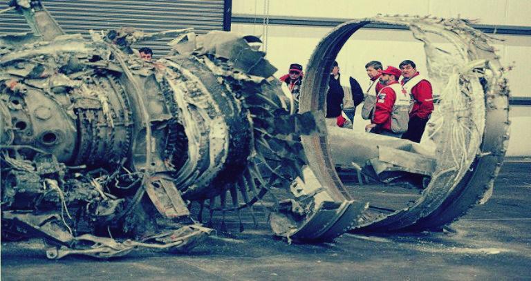 صورة قصة سقوط طائرة تردد أن على متنها علماء ذرة وضباطاً مصريين: قال بعدها مبارك «هيلبسوهالكم»