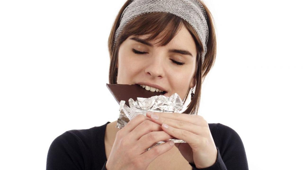صورة دراسة حديثة تكشف سر فوائد الشوكولا الداكنة لعمل القلب والدورة الدموية