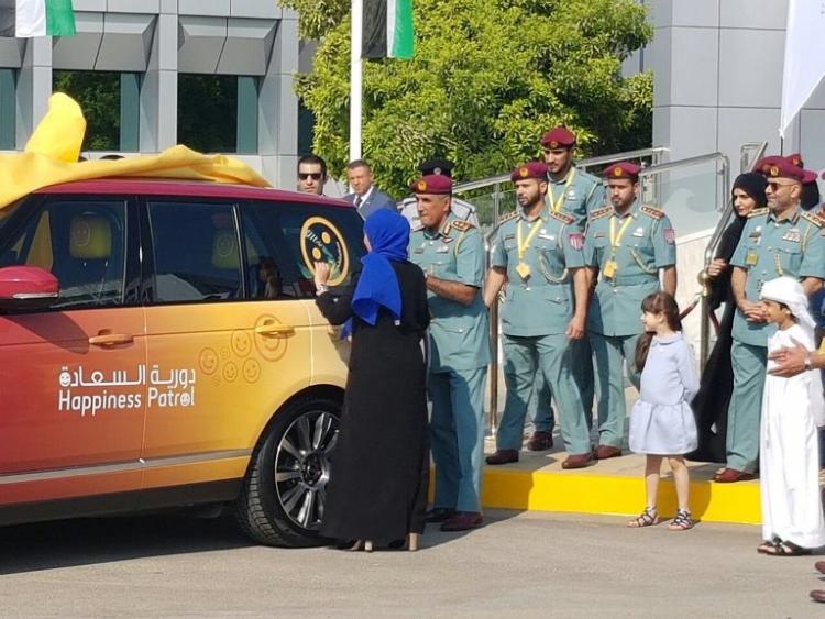 صورة الإمارات تطلق أول شرطة للسعادة في العالم