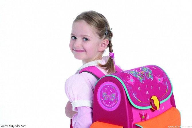 العمود الفقرى للأطفال.. 5 نصائح لحمل شنطة المدرسة