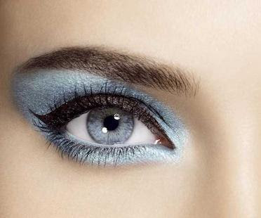 صورة وصفة للحصول على عيون أكثر لمعان بعد أوقات التعب
