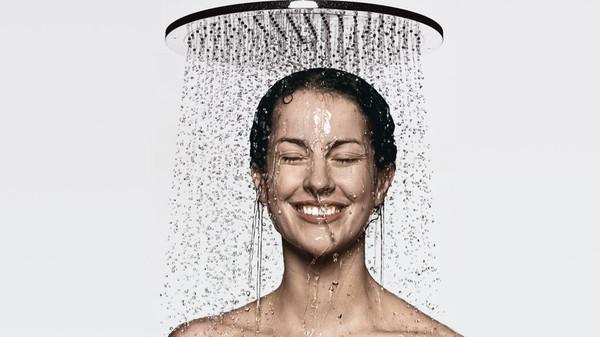 الصباح والمساء .. ما الوقت المناسب للاستحمام؟
