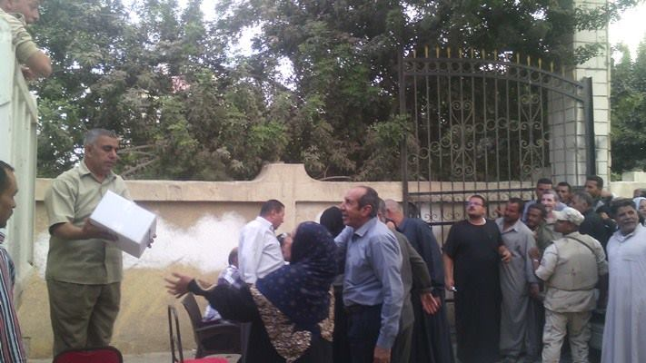 صورة توزيع 1200 كرتونة سلع غذائية على أهالى مدينة القرين