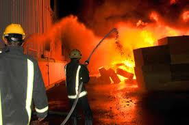 صورة حريق بمصنع العاشر من رمضان وإصابة 23 عاملاً