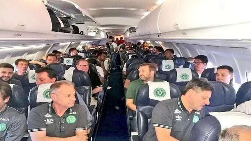 صورة مصرع 76 شخصاً من بينهم فريق كرة قدم برازيلي إثر تحطم طائرة