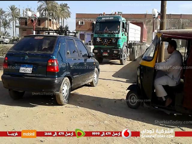 صورة سيارات النقل الثقيل تهدد أرواح أهالي قرية «سنهوت» بمنيا القمح