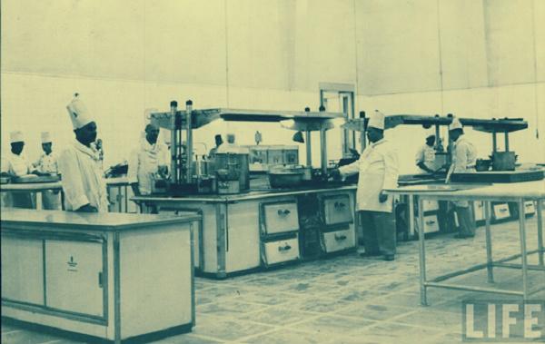 صورة طباخ الملك فاروق: أستاذ «الشوربة الملوكي» فتح بعد الثورة مطعمًا في السيدة