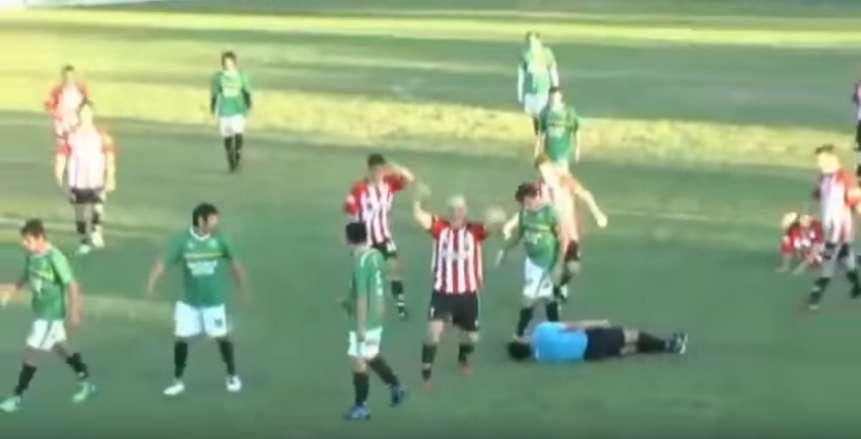 صورة لاعب يقتل حكم المباراة اعتراضا على طرده