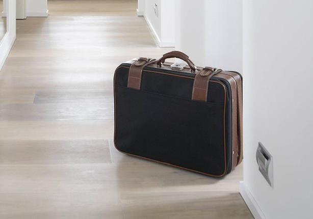 صورة لهذا السبب.. لا تضع حقائبك في الفندق على الأرض أبداً