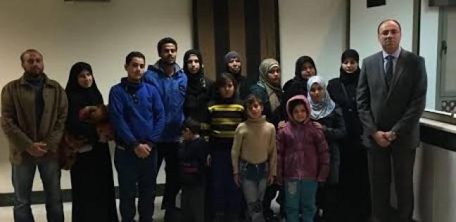 صورة إخراج 15 مصريا من منطقة الاشتباكات في حلب
