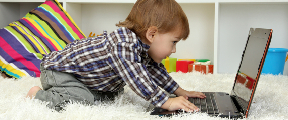صورة ما هي خطورة مشاهدة الأطفال للتلفزيون مدة طويلة؟