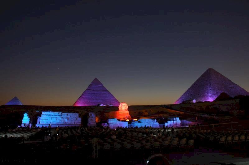 صورة إضاءة أبو الهول احتفالا بالعام الجديد