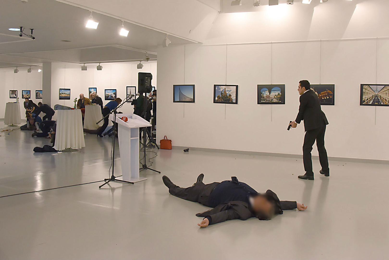 صورة مصور اغتيال السفير الروسي بتركيا يروي«اللحظات الأخيرة»