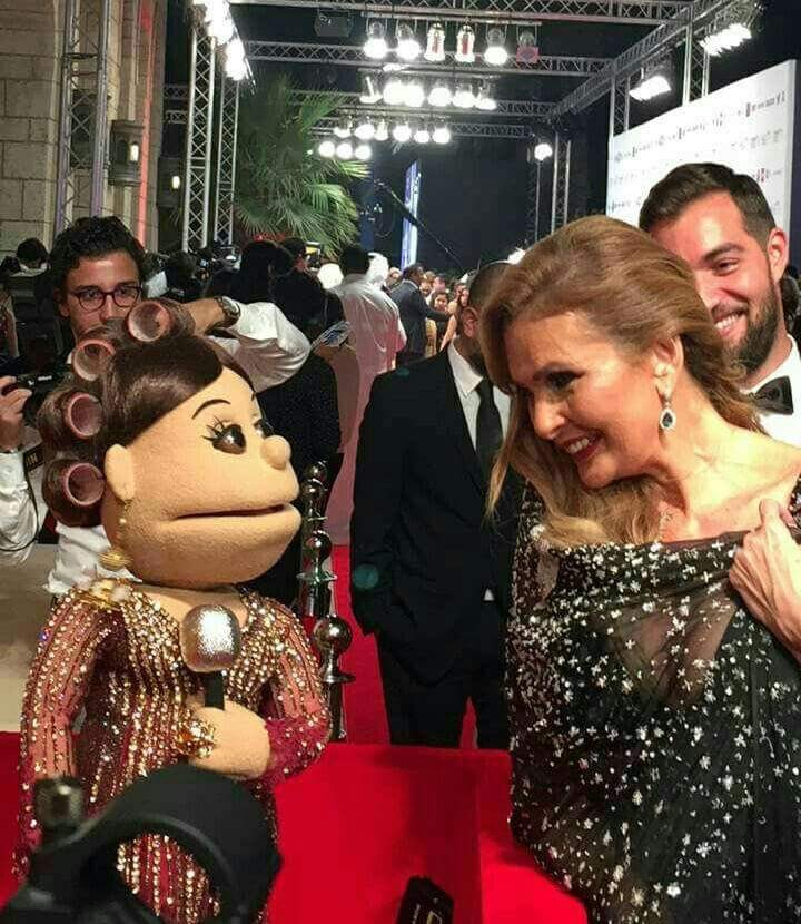 صورة «يسرا» مع «أبلة فاهيتا» في مهرجان دبي