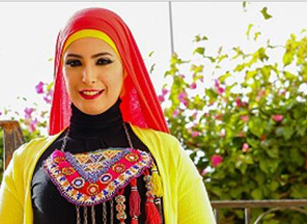 صورة إطلالات «أميرة بهاء» في شتاء 2017 بين الألوان المبهجة والأزياء الجريئة