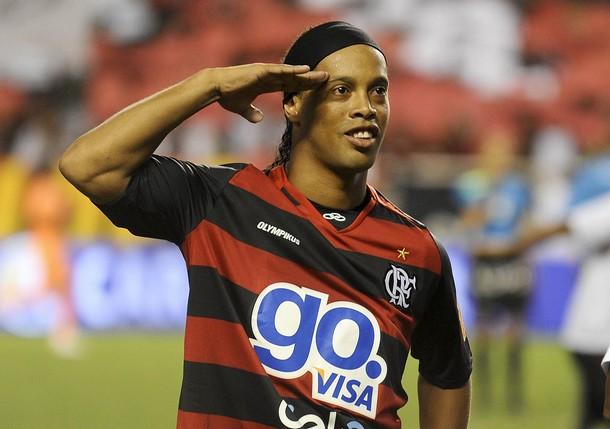 صورة رسميا.. رونالدينهو ينضم لشابيكونسي البرازيلي