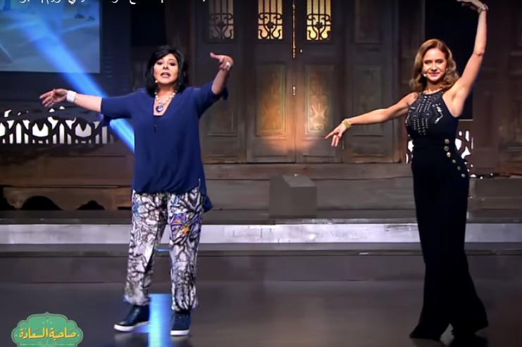 صورة بالفيديو..شاهد إسعاد يونس ترقص الباليه .. ونيللي كريم تشجعها