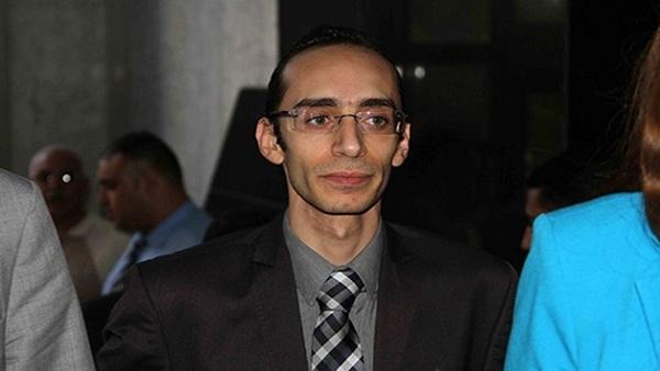 صورة محمد عبدالعزيز: قرار الإفراج عن الشباب المحبوسين بيد النائب العام