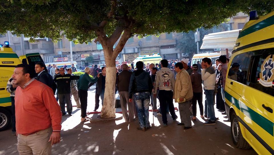 صورة مناوشات في محيط الكاتدرائية.. ومحتجون يعتدون على أحمد موسى