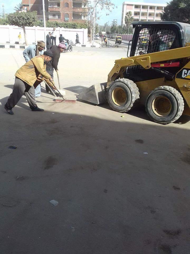 صورة بالصور .. استمرار حملات النظافة بشوارع الحسينية