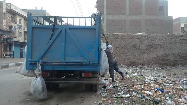 صورة بالصور .. استمرار حملات النظافة بشوارع مدينة فاقوس