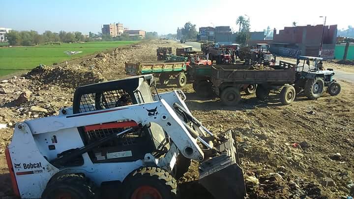 صورة بالصور .. حملة مكبرة لإزالة مخلفات هدم المباني بفاقوس