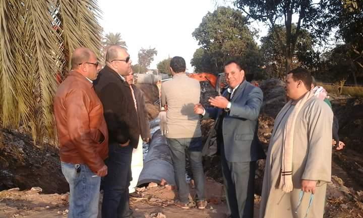 صورة بالصور.. رئيس مركز فاقوس يتفقد تغطية إزدواج طريق الصالحية – فاقوس