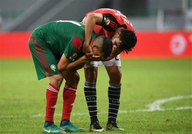 صورة بعد الخسارة أمام مصر.. صحيفة مغربية تتهم لاعب منتخبها بالخيانة