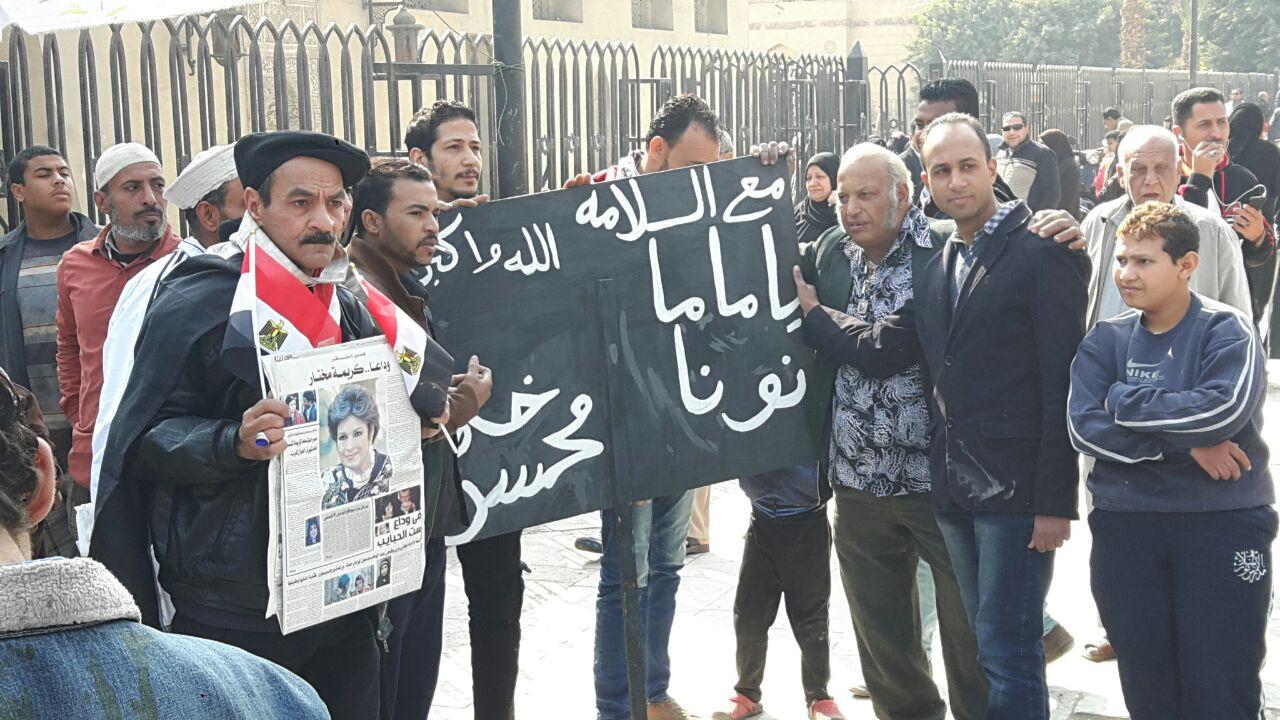صورة تشييع جنازة الفنانة كريمة مختار.. ومواطنون يودعوها بلافتات «مع السلامة ماما نونة»