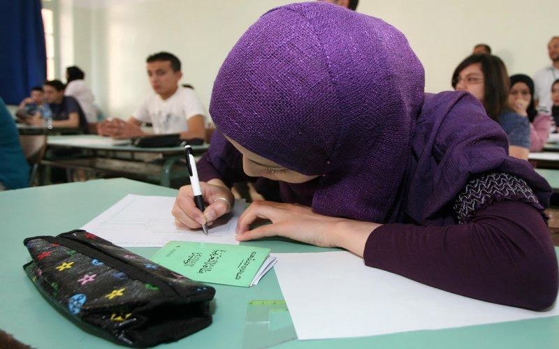 صورة جامعة المنصورة تكشف تفاصيل أحدث وأصغر وسيلة للغش بالإمتحانات
