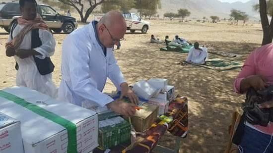 صورة رئيس جامعة الزقازيق علي رأس قافلة طبية لحلايب وشلاتين