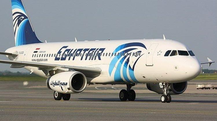 صورة صحيفة فرنسية: «آيفون وزجاجات عطر» وراء سقوط الطائرة المصرية