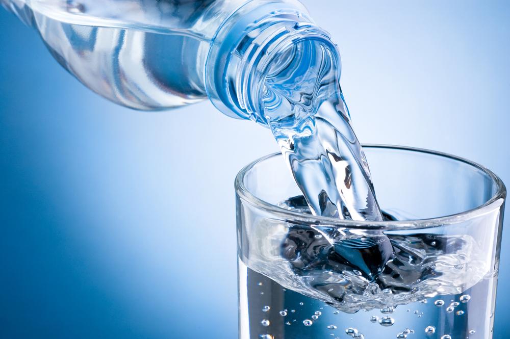 صورة .صلاحية المياه المعدنية يوما بعد فتح الزجاجة و3 حال حفظها بالثلاجة