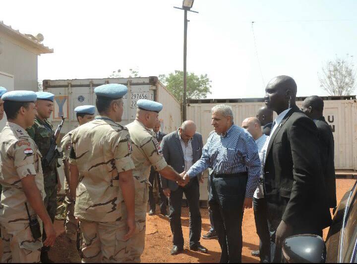 صورة محلب يلتقى بالقوات المصرية فى مالى