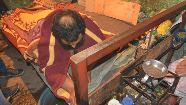 صورة مصري يقاضي شركة حرمته من النوم على ظهره منذ 10 سنوات