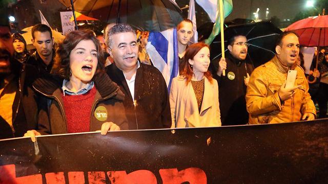 صورة مظاهرات في تل أبيب تطالب نتنياهو بالرحيل