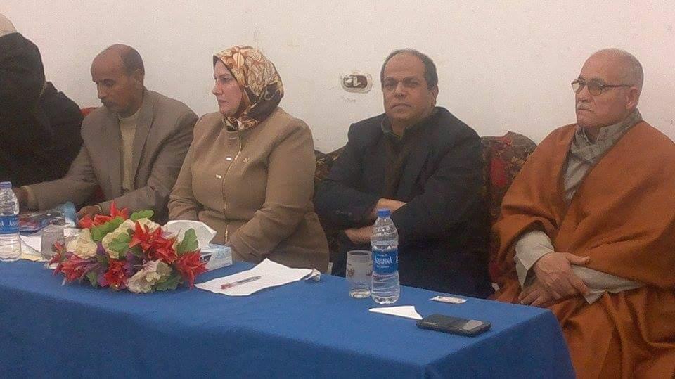 صورة نائبة فاقوس تتابع مشكلات قريتي «كفر الحاج عمر» و «منشأة نبهان»