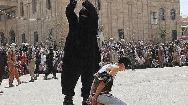 صورة هذه هي نهاية الجزار الداعشي الذي قطع أكثر من 100 رأٍس