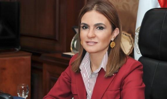 صورة وزيرة التعاون الدولى: هيجى يوم نقرض فيه الدول بس شويه كدا