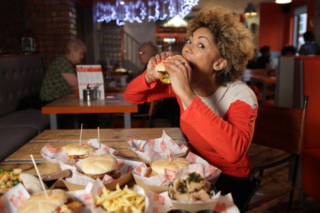 صورة ازاي متضعفيش قدام الأكل