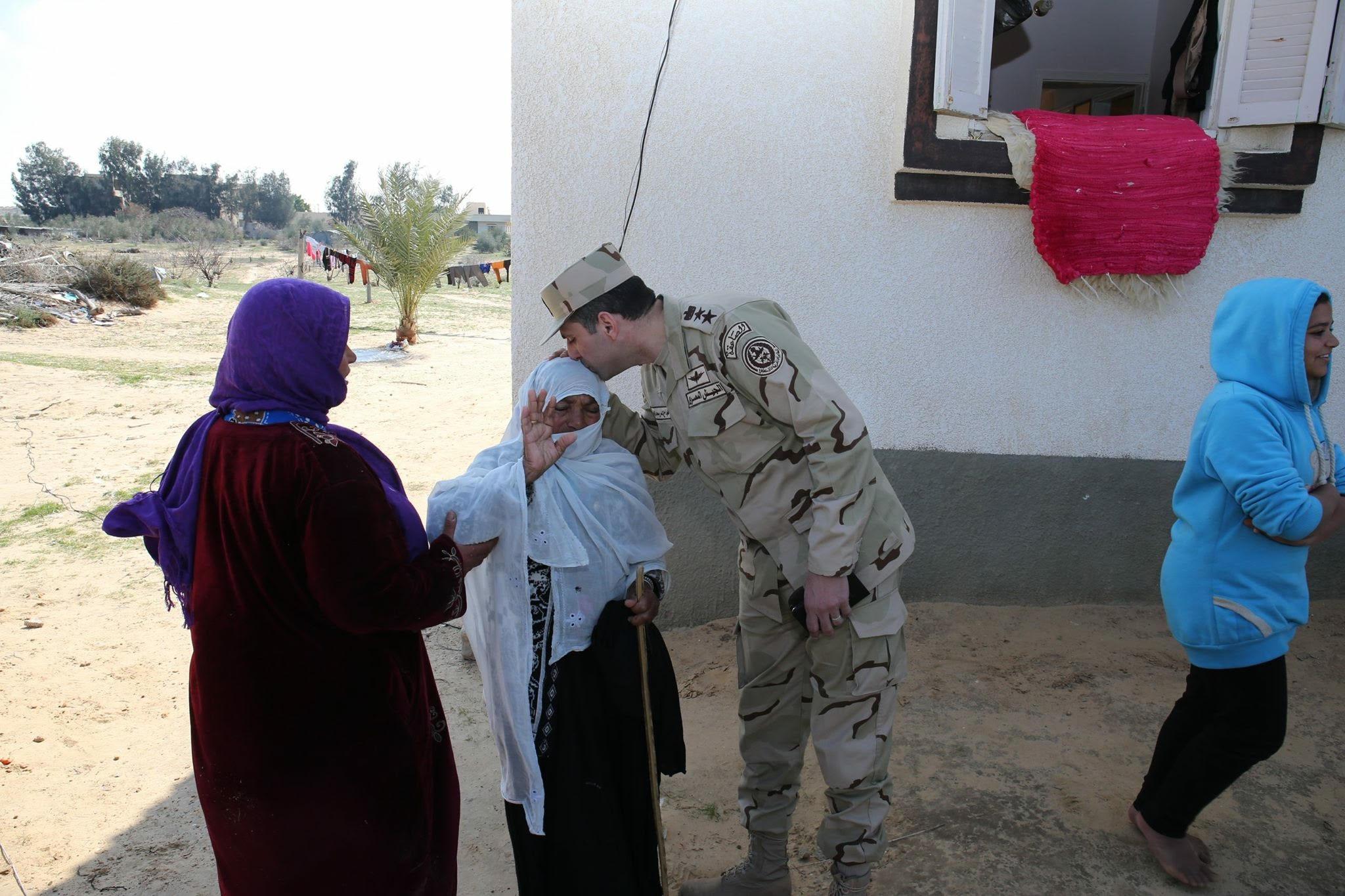 صورة المتحدث العسكرى ينشر صور التعاون بين قوات إنفاذ القانون وأهالى شمال سيناء