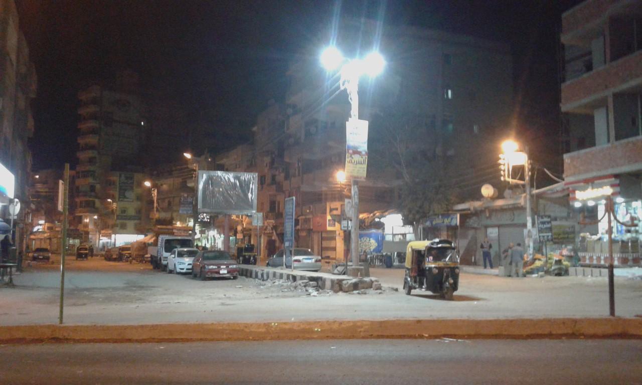 صورة بالصور.. إنارة ميدان التحرير بكفر صقر بالكشافات