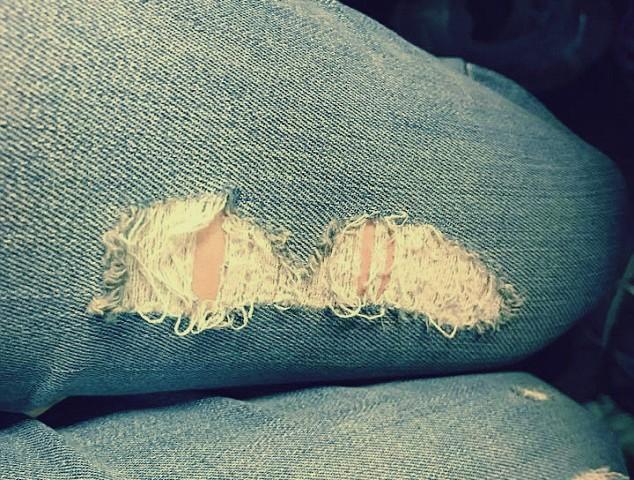 صورة الشرطة الإيرانية تضرب فتاة وتلقي القبض عليها: كانت ترتدي «جينز مقطع»