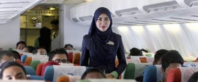 فعل شابة مسلمة بعد أن عاقبتها شركة طيران بسبب حجابها